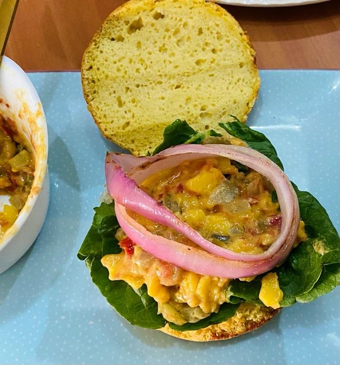 Big Kahuna Burger con aros de cebolla